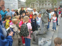 Human statue entertaining the children