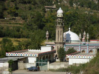 A colourfuol Mosque along the road