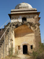 Damage caused by gunpowder to Sufaid Mahal